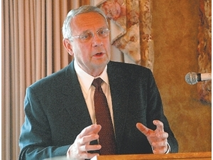 Mayor Glen Stewart gives his state of the city address at the Chamber of Commerce's first Friday luncheon at the Country Club of Ashland. Photo by Tom E. Puskar