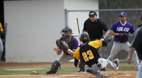 AU Baseball falls to Hilltoppers 9-8